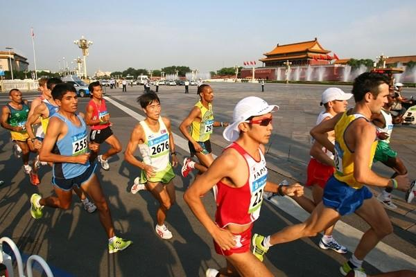 Athletes run through Tianamen Square during the men's Olympic marathon in Beijing (Getty Images)