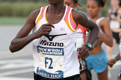 Edith Masai on her way to winning the 2008 Rock 'n' Roll Half Marathon (Victah Sailer)