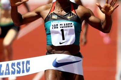Maria Mutola celebrates winning her 16th Prefontaine meeting (Getty Images)
