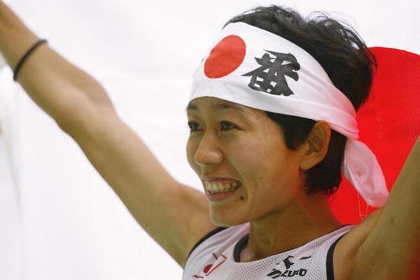 Mizuki Nogushi of Japan celebrates winning silver in the women's marathon (Getty Images)