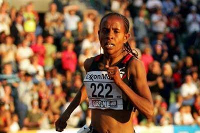 Meseret Defar of Ethiopia on her way to the 5000m World record (Getty Images)