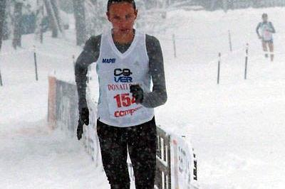 Aniko Kalovics from Hungary running in snow at the 2009 Campaccio XC race (Lorenzo Sampaolo)