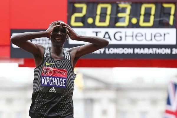 Eliud Kipchoge after winning the 2016 London Marathon (Getty Images / AFP)