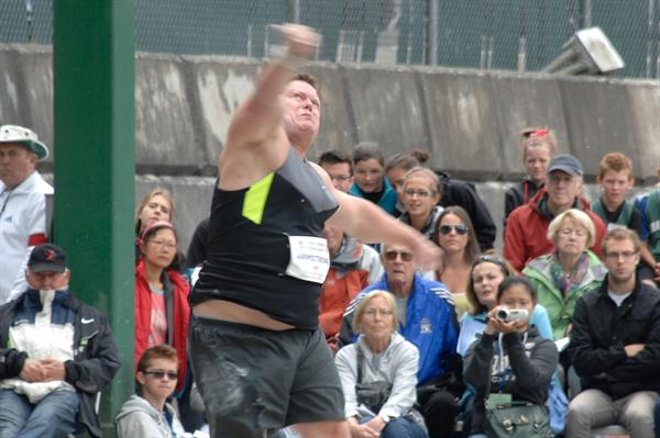 Dylan Armstrong in Burnaby (Hubert Kan)