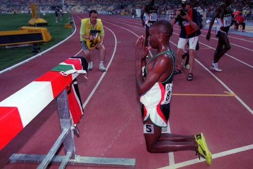 Christopher Koskei praying after winning the 3000m steeplechase (Allsport)