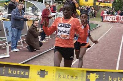 Priscah Jepleting victorious at the Elgoibar cross country (Arkaitz Ortega)