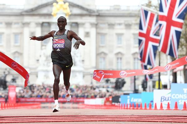 Eliud Kipchoge winning the 2016 London Marathon (Getty Images / AFP)
