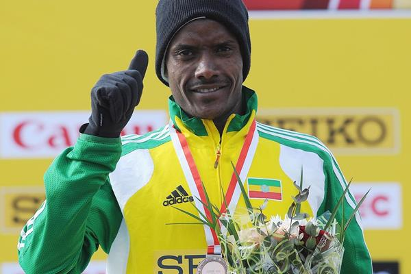 Muktar Edris receives his bronze medal from the junior race at the 2013 IAAF World Cross Country Championships (Getty Images)