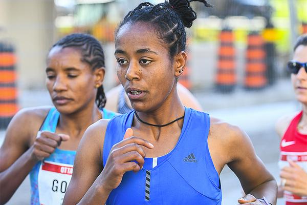 Netsanet Gudeta on her way to winning the Ottawa 10K (Bruce Wodder (Photorun) / organisers)