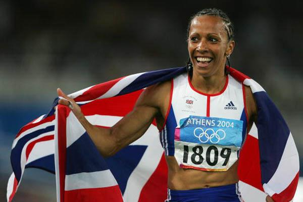 Kelly Holmes celebrates winning the women's 1500m Final (Getty Images)