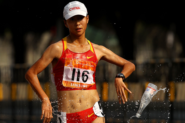 Liu Hong on her way to winning the Asian Games 20km race walk title (Getty Images)