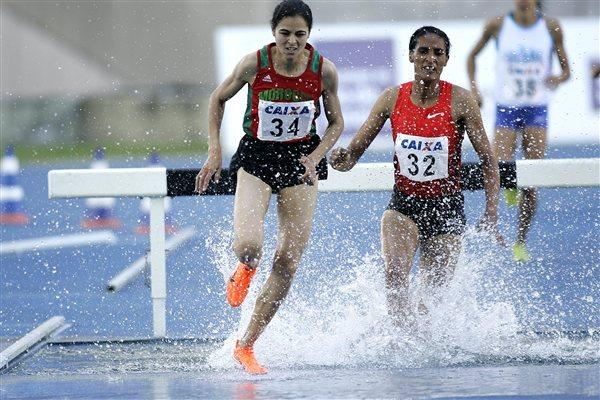 Moroccan Salimi Alami on the way to winning the 3000m Steeplechase in Rio (Marcelo Ferrelli CBAt)