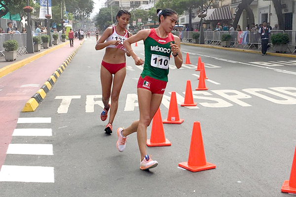 Maria Guadalupe Gonzalez on her way to winning the 20km at the Pan American Race Walking Cup in Lima (Federación Peruana de Atletismo)