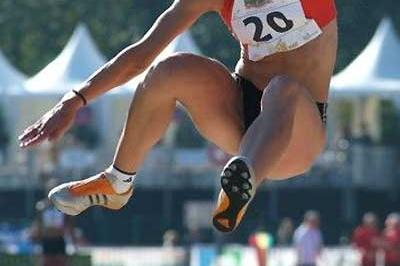 Lyudmila Blonska flies through the air in the Long Jump in Talence (Lorenzo Sampaolo)
