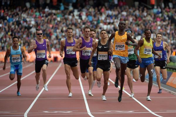 Asbel Kiprop winning the Emsley Carr Mile at the 2015 IAAF Diamond League meeting in London (Kirby Lee)