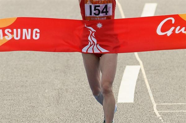 Zhou Chunxia takes the Asian Games Marathon crown in Guagnzhou (Getty Images)