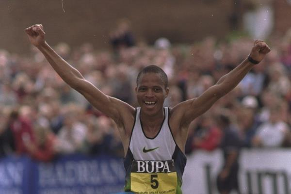 Hendrick Ramaala of South Africa takes the tape to win the 1997 BUPA Great North Run (Getty Images)