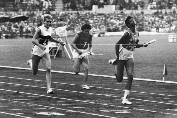 Wilma Rudolph in the 4x100m at the 1960 Olympic Games in Rome (Getty Images)