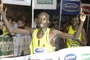 Wilfred Taragon of Kenya wins the 10km in Prague (loc)
