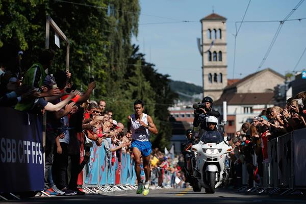 Daniele Meucci on his way to winning the marathon at the European Championships (Getty Images)