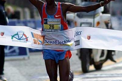 Elias Chelimo Kemboi from Kenya wins the Rome men's race (Lorenzo Sampaolo)
