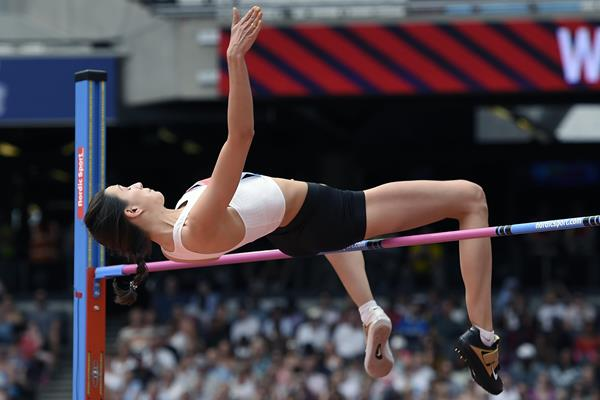 Mariya Lasitskene tops 2.04m in London (Mark Shearman)