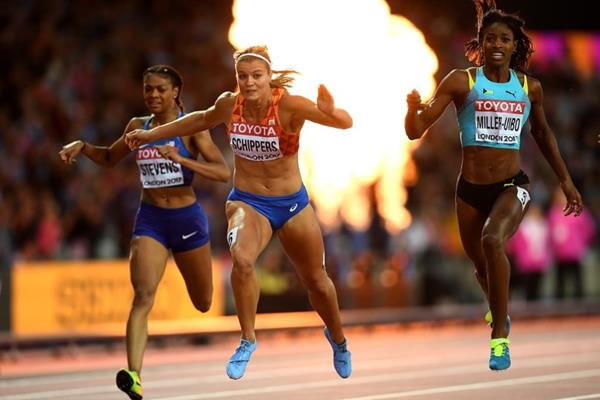 Dafne Schippers crosses the 200m finish line at the IAAF World Championships London 2017 (Getty Images)