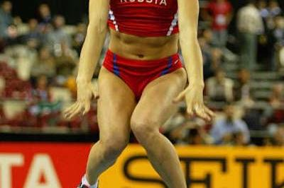 Yelena Isinbayeva (RUS) celebrates winning the women's Pole Vault (Getty Images)