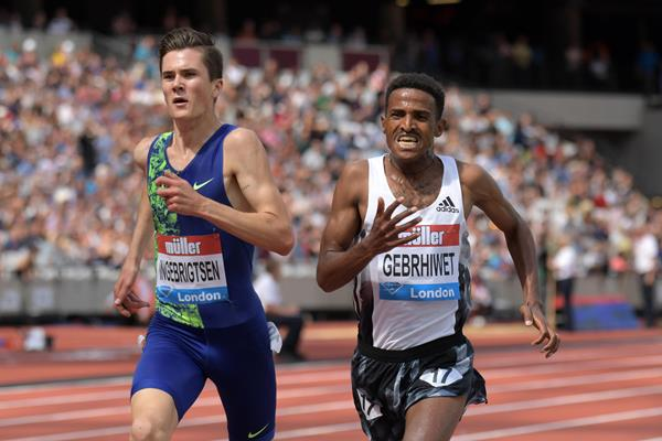 Jakob Ingebrigtsen and Hagos Gebrhiwet battle in London (Kirby Lee)