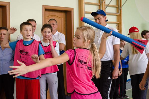 Throwing training at the IAAF / Nestlé Kids' Athletics activation in Lviv, Ukraine (Organisers)