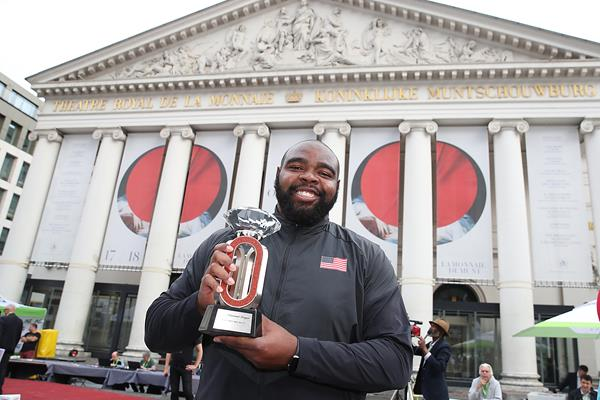 Darrell Hill with his Diamond Trophy in Brussels (Giancarlo Colombo)