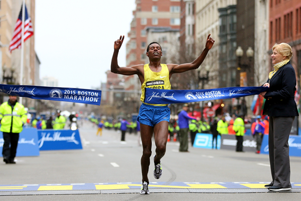 Lelisa Desisa wins the 2015 Boston Marathon (Getty Images)