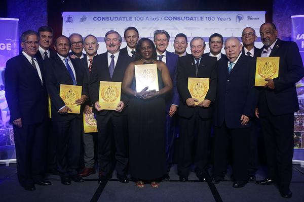 Miembros de ConSudAtle en el centenario de ConSudAtle (IAAF)