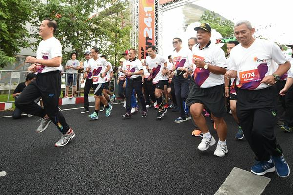 Thailand's Minister of Tourism and Sports Weerasak Kowsurat leads the IAAF Run 24:1 race in Bangkok (organisers)