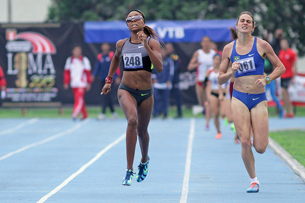 Deborah Rodriguez win the 800m at the South American Championships (Oscar Muñoz Badilla)