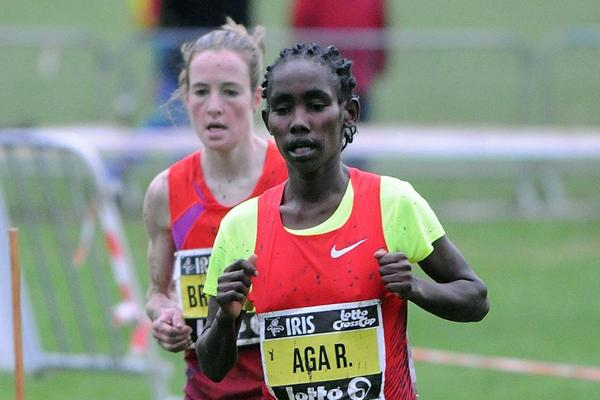 Ethiopia's Ruti Aga leads the way at the 2012 IRIS Lotto Crosscup women's race in Brussels (Nadia Verhoft)