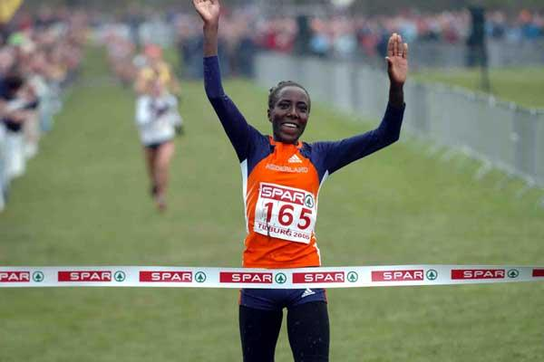 Lornah Kiplagat (NED) brings home honours for the hosts - European XC 2005 - Tilburg (Hasse Sjögren)