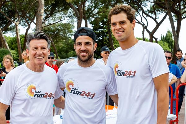 IAAF President Sebastian Coe with Spanish footballer Cesc Fabregas and US swimmer Michael Andrew (Robert Palomba)