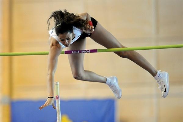 Angelica Bengtsson scales 4.52m, a World junior record, in Stockholm (Anders Sjogren / DECA Text&Bild)