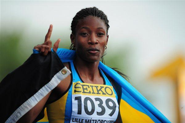 Gold medal winner Shaunae MILLER of the Bahamas celebrates after winning the Girls 400 metres race - Day Three - WYC Lille 2011 (Getty Images)