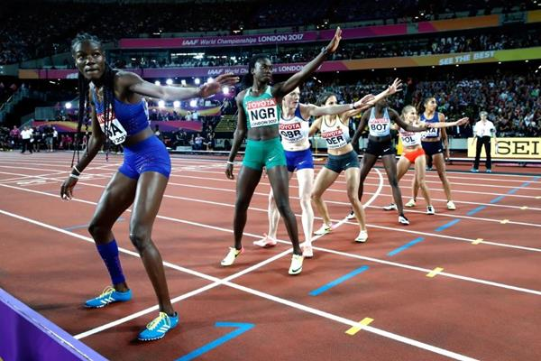 The changeover in the women's 4x400m at the IAAF World Championships London 2017 (Getty Images)