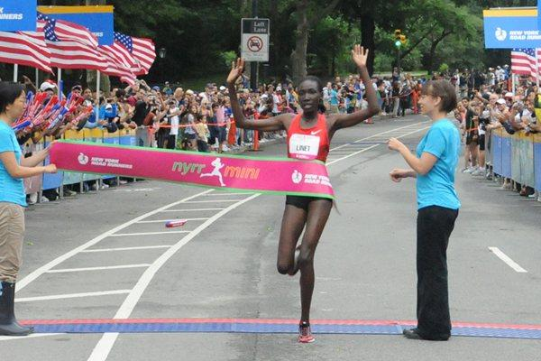Linet Masai taking another victory at the New York mini 10Km (NYRR)