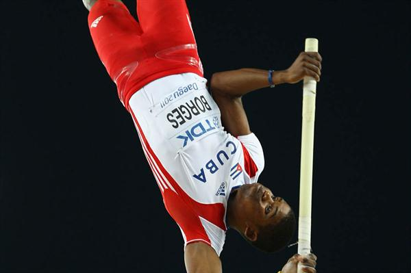 Lazaro Borges of Cuba clears 5.90 to win silver in the Pole Vault (Getty Images)