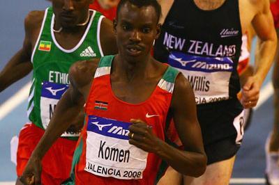 Daniel Kipchirchir Komen leads from Deresse Mekonnen in the men's 1500m (Getty Images)