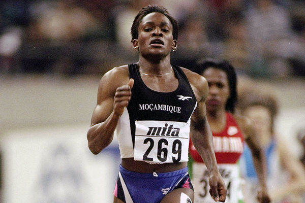 Maria Mutola in action at the 1995 World Indoor Championships (Getty Images)