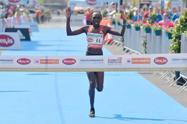 Nancy Kiprop wins the Vienna City Marathon (Organisers / Herbert Neubauer)