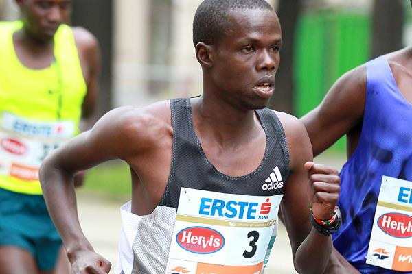 Robert Chemosin in the 2016 Vienna City Marathon (Organisers / Victah Sailer)