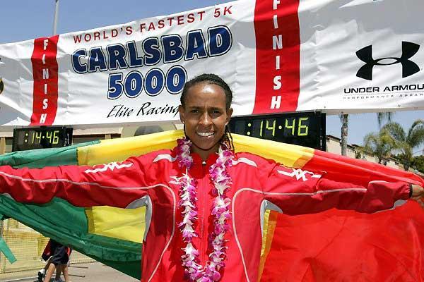 Meseret Defar celebrates her Carlsbad victory (Victah Sailer)