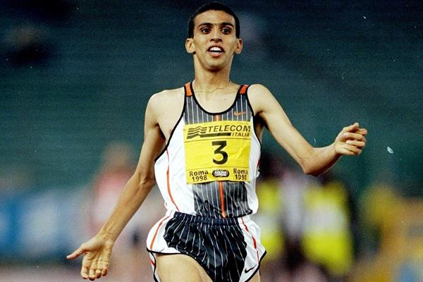 Hicham El Guerrouj breaks the world 1500m record in Rome (Getty Images)