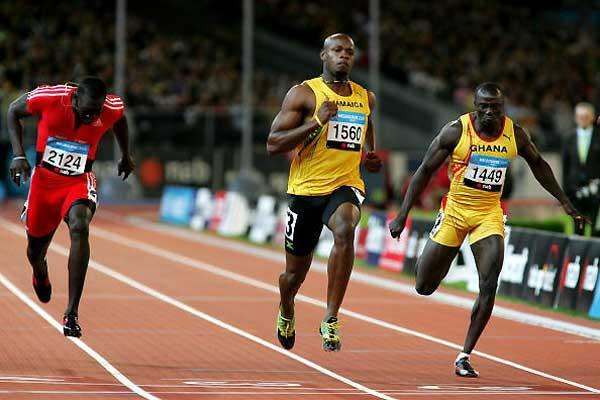 Asafa Powell wins the men's 100m - Melbourne (Getty Images)